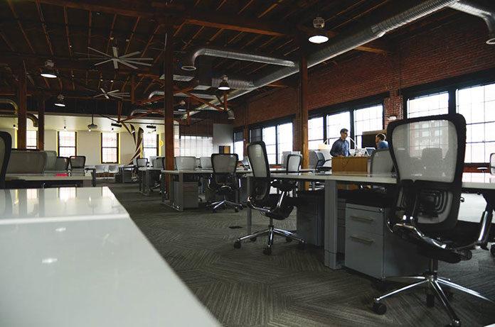 Jak urządzić biuro, aby zwiększyć efektywność pracy?